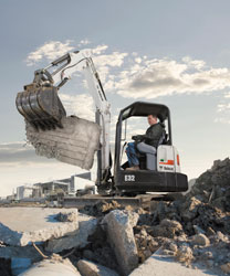 Bobcat_Exc_E32_With_Bucket_Clamp