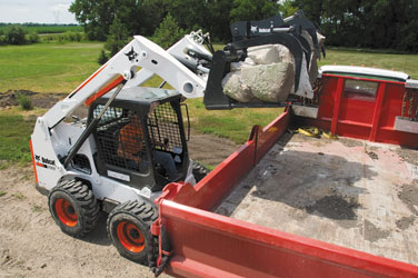 Bobcat_S630_with_Grapple