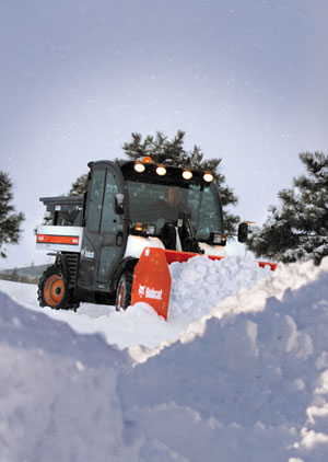 Bobcat_Toolcat_5600D_with_Snow_Pusher_and_Spreader